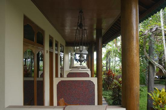 Bona Village Inn: Some of the rooms verandahs