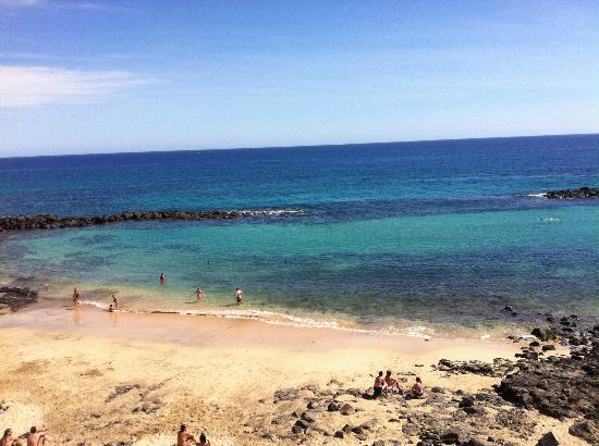 Be Live Family Lanzarote Resort: Pretty beach and lovely clear water