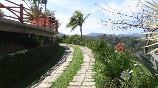 Hotel Vista Bella: Caminho para recepção