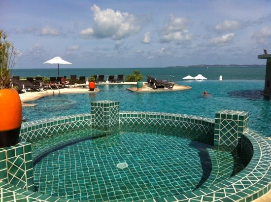 Samui Buri Beach Resort: Fantastic pool and beach