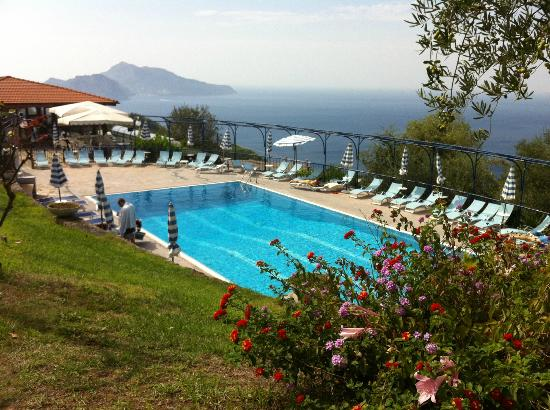 Residence Gocce di Capri: Pool and cafe with view on Capri Island
