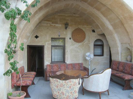 Dedeli Konak Cave Hotel: view of room and outside