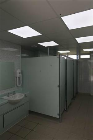 Holivans Caravan Park : Clean showers and toilets