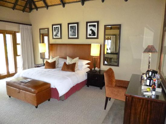Dulini River Lodge : chambre immense