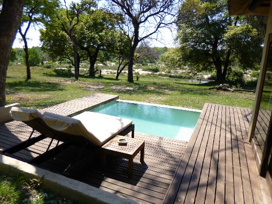 Dulini River Lodge : piscine chambre 8