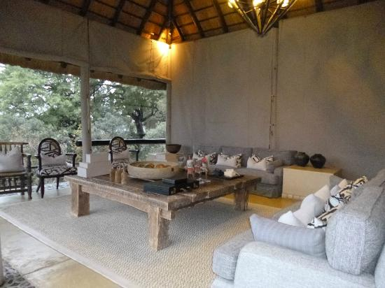 Dulini River Lodge : espace grand salon
