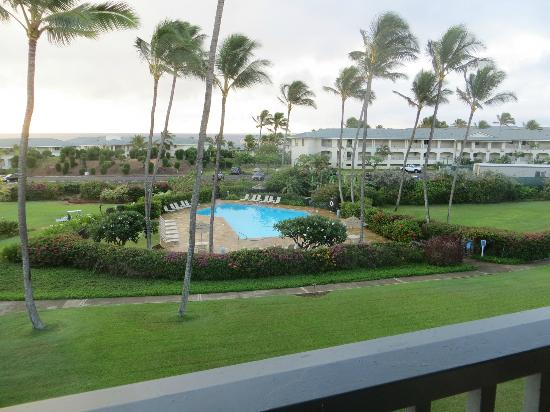 Poipu Sands Condominuims: View of the pool from lanai
