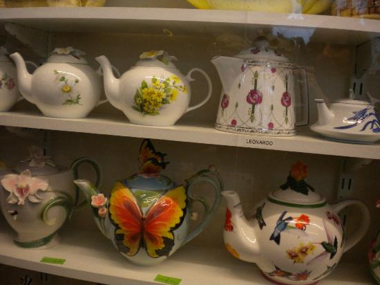 Yalding, UK: Pretty Teapots