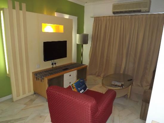D-Villa Residence Hotel: living room