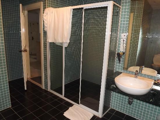 D-Villa Residence Hotel: bathroom
