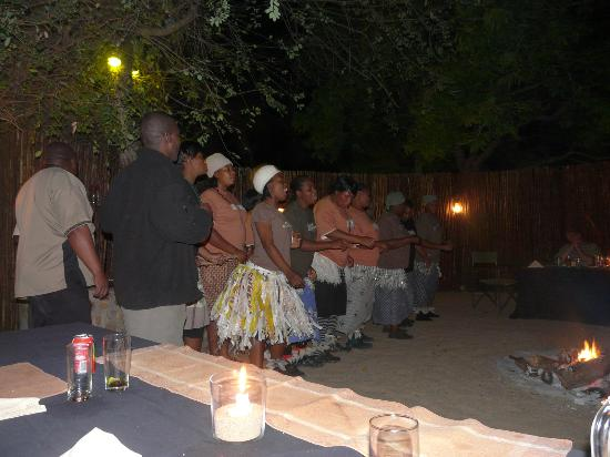 Inyati Game Lodge: The really wonderful staff singing/dancing display