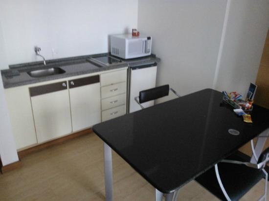 Mercure Florianopolis Centro: Área da cozinha/sala (tipo americana)