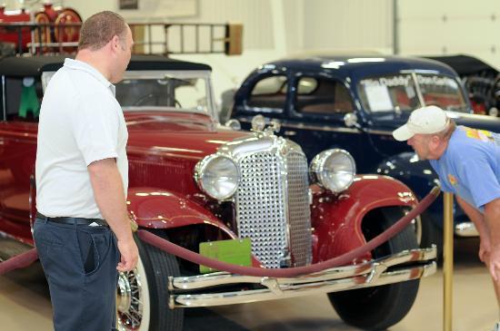 Blenheim, Canadá: RM Classic Car Exhibit - always changing
