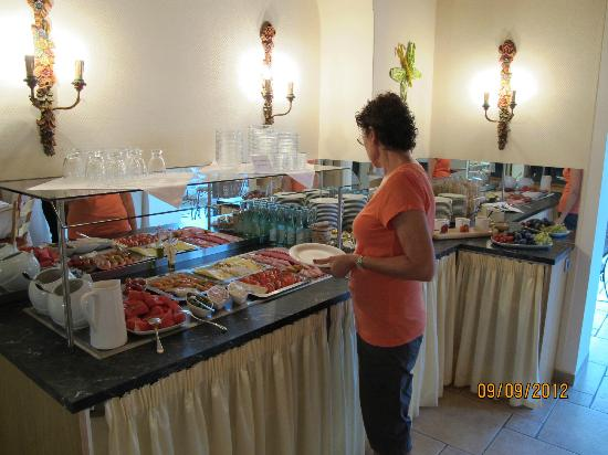 Hotel Schoengarten Garni : Breakfast was outstanding