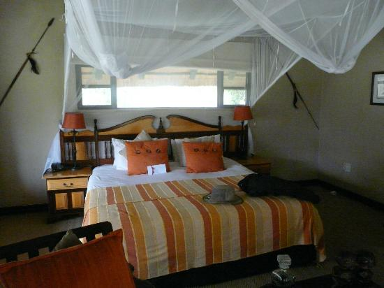 Inyati Game Lodge, Sabi Sand Reserve: Standard room - really lovely and very spacious