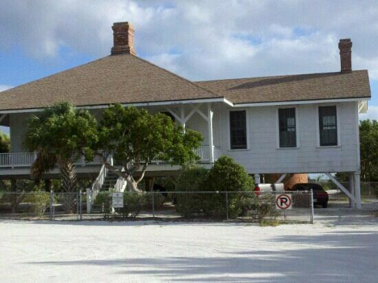 Sanibel Island Lighthouse: Lighthouse building