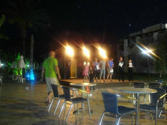 Zorbas Beach Hotel: Night time entertainment. Winners of various awards!