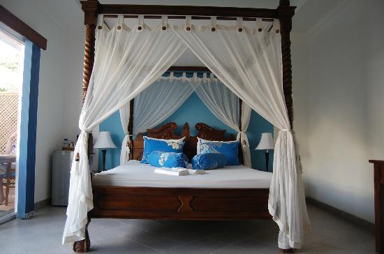 Aquarius Beach Hotel Sanur: потрясающая кровать