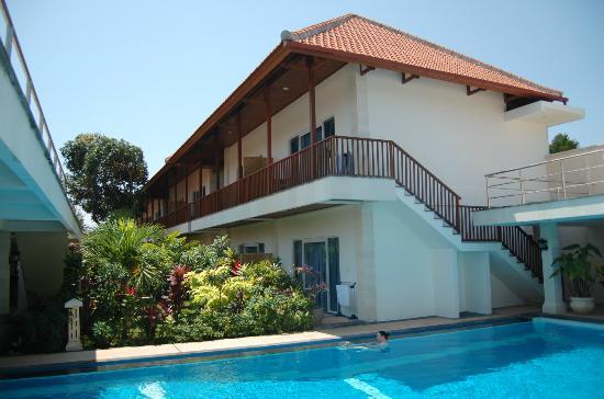 Aquarius Beach Hotel Sanur: бассейн