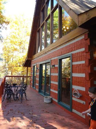Smoky Mountain Lodging: wrap around deck