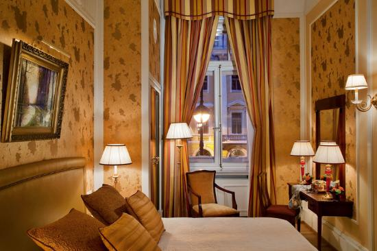 Belmond Grand Hotel Europe: Amber Suite Bedroom