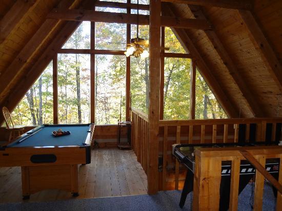 Smoky Mountain Lodging: game room