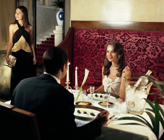 Belmond Grand Hotel Europe: Dinner In Caviar Bar