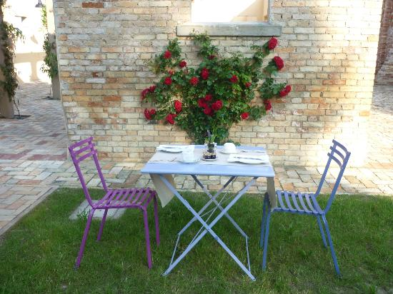 Relais Villa Correr Agazzi: colazione in giardino
