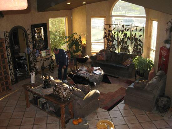 Zion Canyon Bed and Breakfast: Common living room