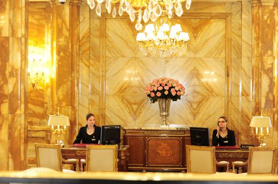 Hotel de Crillon: Reception