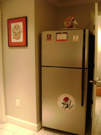 Georgia Gameday Center: Nice Kitchen with Stainless Steel Appliances