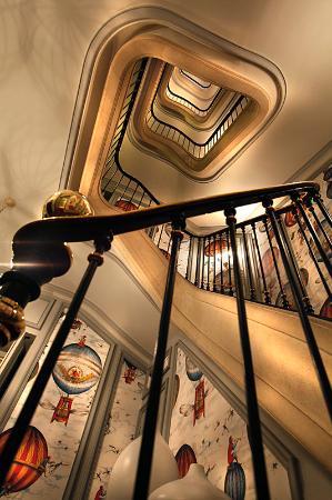 Saint James Paris - Relais et Châteaux: View of secondary staircase