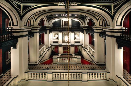 Saint James Paris - Relais et Chateaux: Lobby view