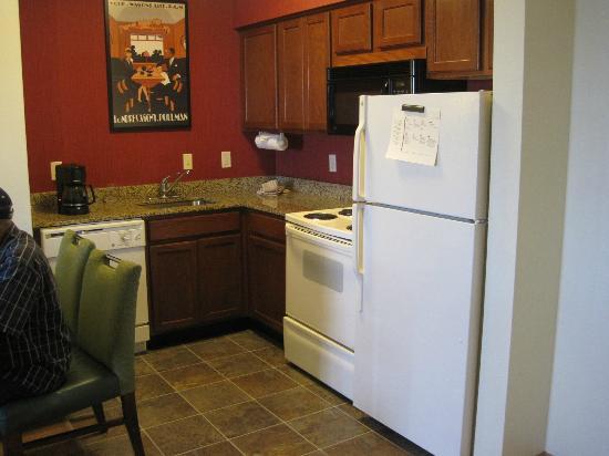 Residence Inn Newark Elizabeth/Liberty International Airport: Kitchen
