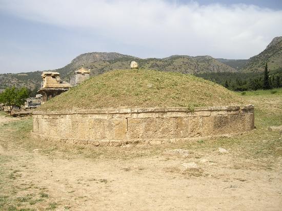 Anatolia Cemetery: ネクロポリス・円墓