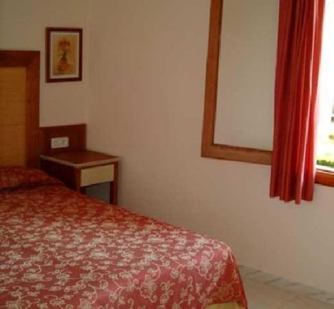 Apartaments Aucanada: Guest Room