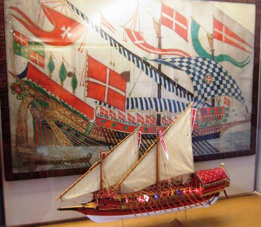 Bergen Maritime Museum: nicely displayed (is this the 'too small' model another tripadvisor mentioned?)