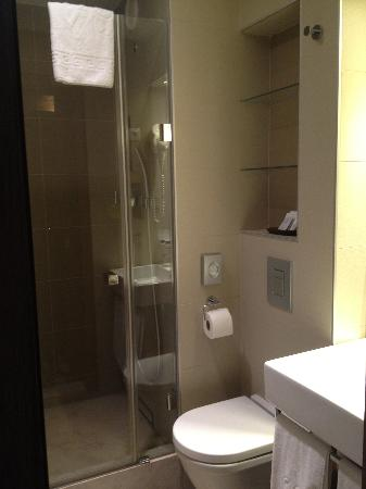 Boutique Hotel Victoria Budapest: Lovely clean new bathroom