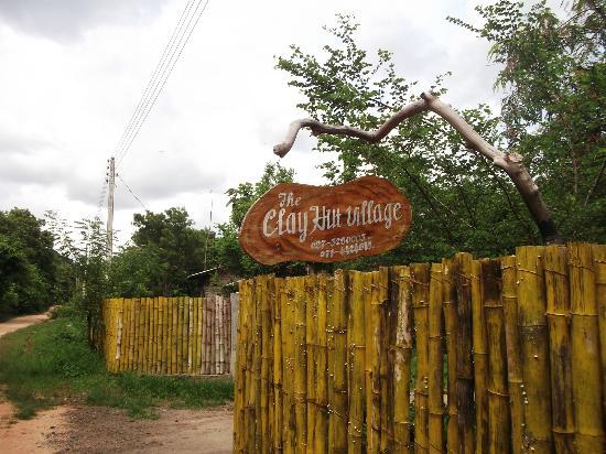 Clay Hut Village : The gate