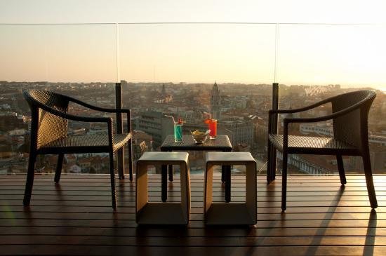 """Dom Henrique Hotel : """"17º"""" BAR -Terrace"""