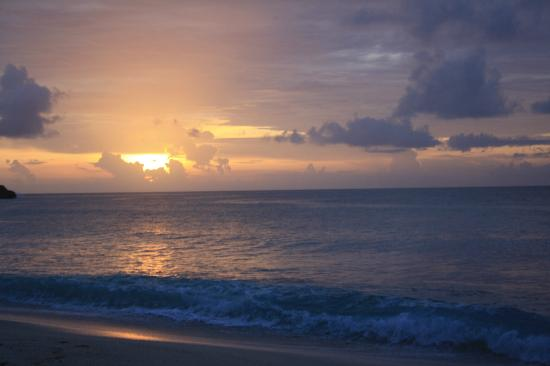 Galley Bay Resort: galley beach sunset