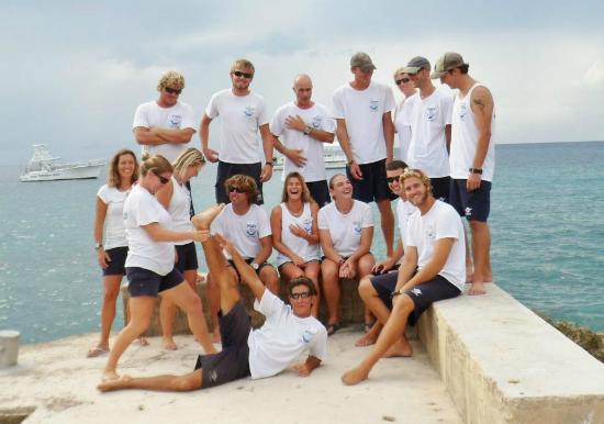 Don Foster's Dive Cayman: The dive team at Don Foster's... it's hard to get everyone looking in the same direction...
