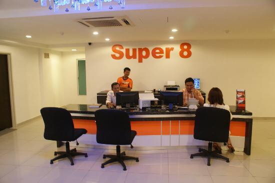 Super 8 Hotel: Lobby Area