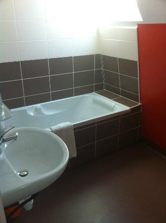 Hotel de France: baignoire et sdb