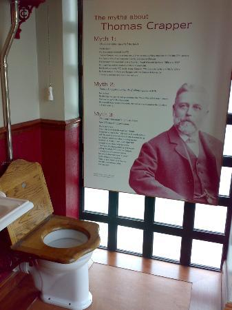 Gladstone Pottery Museum: Toilet Museum