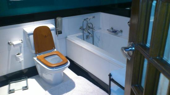 The Oberoi Amarvilas: 清潔で素敵ななバスルーム 