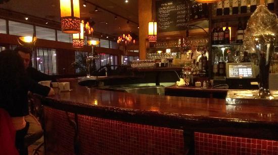 Bar Estilo: The cosy bar at closing time !
