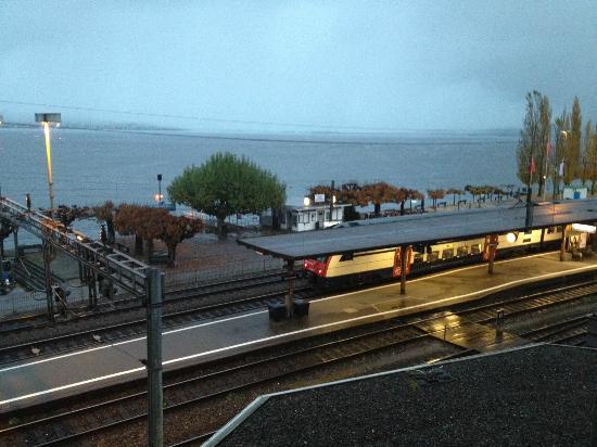 Hotel Engel: Blick auf Bahnhof und Zürichsee