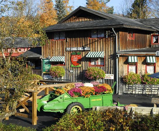 Fly Creek Cider Mill's Snack Barn Restaurant & Bakery : Est. 1856