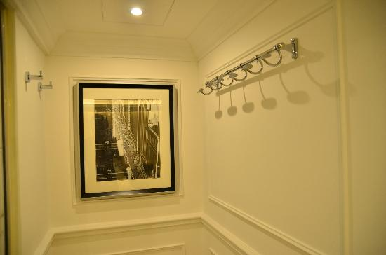 Stylish Hooks super single bed - picture of mini hotel causeway bay hong kong